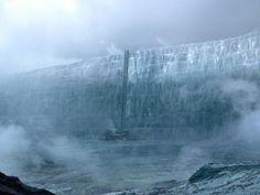 Terza puntata della road to GotS7. Arriviamo nel punto più a nord di Westeros, la Barriera: dalla formazione degli Estranei fino al sacrificio di Hodor.