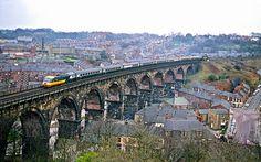 The InterCity 125 (British Rail's High Speed Train - HST) on the viaduct at Durham. Durham City, St Johns College, North East England, Train Pictures, British Rail, Train Tickets, Diesel Locomotive, Historical Pictures, Sydney Harbour Bridge