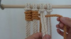 How to tie an easy macrame Rose knot. Walk through tutorial I believe I've created this knot sequence. Macrame Wall Hanging Diy, Macrame Plant Hangers, Macrame Design, Macrame Projects, Macrame Patterns, Paracord, Knots, Weaving, Decoration