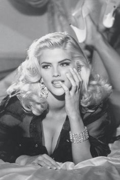 Anna Nicole Smith | Guess Girls Through the Years - Guess Jeans Models - Elle