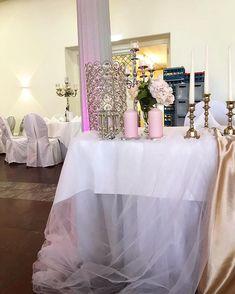 "Fleur Antiva auf Instagram: ""Antonela & Edgar 👰🏽♥️🤵🏽 #weddingtabla #decoration #details #weddingdecoration #inspo #weddinginspiration #love #glamourous #gold #pink…"" Wedding Flowers, Wedding Decorations, Wedding Inspiration, Glamour, Instagram, Pink, Gold, Flower, Wedding Decor"