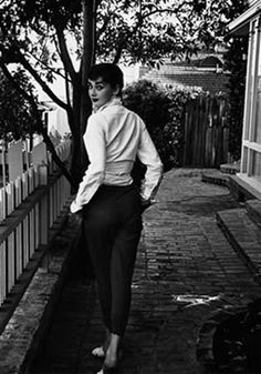 Get Inspired / Audrey Hepburn in a perfect white shirt