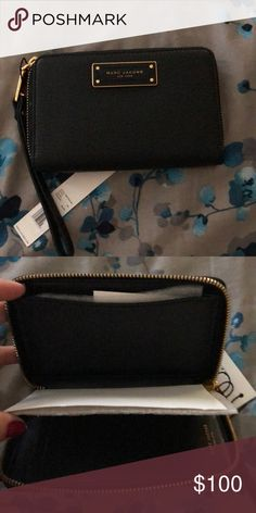 73cf514972f4 Marc Jacobs wallet Black with gold zipper Marc Jacobs Bags Wallets Marc  Jacobs Wallet