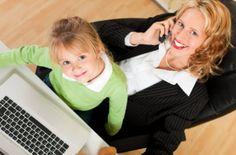 5 tips para mamás emprendedoras   Ser mamá y trabajar fuera de casa suele ser cansador. Horas perdidas entre el viaje de ida y vuelta el estrés generado por cada proyecto y la necesidad de cumplir un horario sumado a los quehaceres hogareños pueden convertir el día en un verdadero caos. Pero todo tiene solución más en los tiempos que corren en donde gracias a los avances tecnológicos podemos trasladar la oficina a casa casi sin esfuerzo.  Trabajar en casa significa la posibilidad de no…