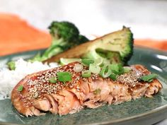 Zeinas koreanska lax med sojastekt broccoli Broccoli Recept, Salmon Burgers, Food To Make, Clean Eating, Pork, Food And Drink, Healthy Recipes, Healthy Foods, Meat