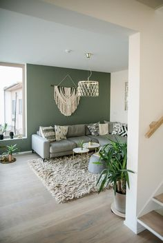 Living room with green wall paint Cozy living room in green # green . Living room with green wall paint Cozy living room in green # greener paint room Wohnzimmer mit grüner Wandfarbe Gemütliches Wohnzimmer in Grün 0 Source by Living Room Green, Boho Living Room, Home And Living, Small Living, Living Room Colors, Nordic Living, Green Rooms, Bohemian Living, Modern Living