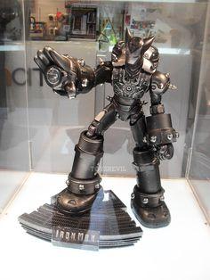 Custom Iron Man figure by Ultraman Fong