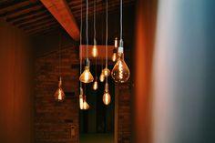 10 Tips voor een betere Feng Shui door verlichting Antique Light Bulbs, Antique Light Fixtures, Vintage Lighting, Cool Lighting, Feng Shui, Yin En Yang, Modern Home Interior Design, Interior Ideas, Houses
