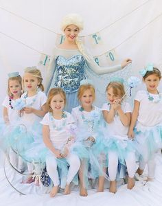 Frozen's Elsa kid's costumes for a birthday party