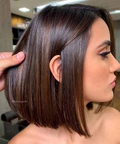 The Best Rich Brown Hair Color Ideas for Brunette Girls - brown hair balayage ideas The Best Rich Brown Hair Color Ideas for Brunette Girls Bob Hairstyles For Fine Hair, Medium Bob Hairstyles, Bob Haircuts, Lob Hairstyle, Dark Brown Hairstyles, Brunette Hairstyles, Hairstyles Videos, Layered Hairstyles, Hairstyles 2018