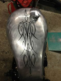 Motorcycle Paint Jobs, Motorcycle Tank, Tank Design, Bike Design, Pinstripe Art, Pinstriping Designs, Harley Davidson Logo, Paint Line, Garage Art