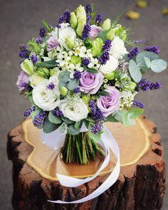 fot. @monikabartz_photo  #wedding #weddingbouquet #weddingphoto #weddinginspiration #flowers #flowerlovers #bridalbouquet #bride #bouquet #flowerlovers #bukiet #bukietslubny #pannamloda #slub #slub2017 #kwiatynaslub #kwiatysapiekne #kochamkwiaty #lisianthus #lavender #lawenda #lavandula #violet #wroclove #wroclaw #psiepole #kwiaciarniafloris #dobredrewno