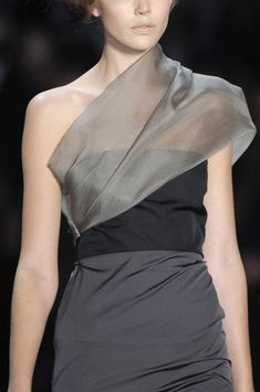 Vera Wang at New York Fashion Week Spring 2011 - Details Runway Photos Couture Details, Fashion Details, Fashion Design, Vera Wang, New York Fashion, Beautiful Outfits, Alexander Mcqueen, Style Me, Dior