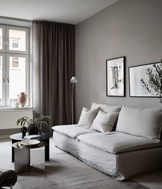 Exceptional small living room designs are offered on our website. Check it out and you will not be sorry you did. Small Living Room Decoration, Living Room Decor Curtains, Small Living Room Design, Living Room Colors, Small Living Rooms, Home And Living, Living Room Designs, Tv Room Small, Modern Living