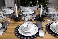 #kodin1 #anno #joulu #kattaus #astiat Table Settings, Fun, New Years Eve, Place Settings, Funny