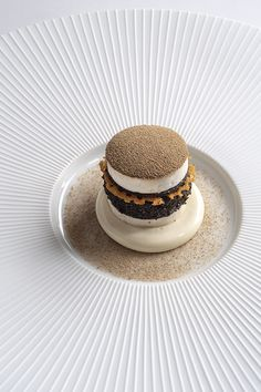 The chef of 2 Michelin-starred Le Gabriel in the heart of Paris, Jérôme Banctel, gives the recipe to his Mushroom Burger, which celebrates the delicious fungi in all its glory. Gourmet Food Plating, Michelin Star Food, Modernist Cuisine, Egg Ingredients, Mushroom Burger, Cold Dishes, Fancy Desserts, Molecular Gastronomy, Restaurants