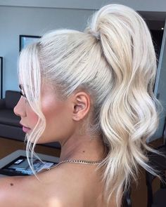 high ponytail hairstyles Stylish ideas of platinum blonde ponytails for ladies in This is one of the edgy and chic hairstyles for every woman to wear in these days just for more hottest personality. High Ponytail Hairstyles, Blonde Ponytail, Chic Hairstyles, High Ponytails, Short Hairstyles For Women, Wedding Hairstyles, Ponytail Ideas, Ponytail Hairstyles Tutorial, Ponytail Updo