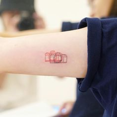 """#Tattoo Artist HK🇭🇰Zada Lam on Instagram: """"3D Simple Camera 📷 送給喜愛簡單的你"""" Camera Tattoo Design, Camera Tattoos, Cute Tattoos, Body Art Tattoos, Small Tattoos, Tatoos, Tattoo Sketches, Tattoo Drawings, Buho Tattoo"""
