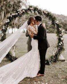 greenery wedding circle wreath backdrop #wedding #weddings #weddingideas #greenweddings #dpf