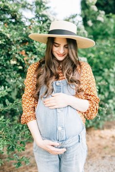 Film maternity session. Maternity overalls. Cute maternity outfits for summer. Maternity photography. Cute Maternity photo ideas. Fine art photography. Stephanie sunderland photography. Garden Maternity Session.