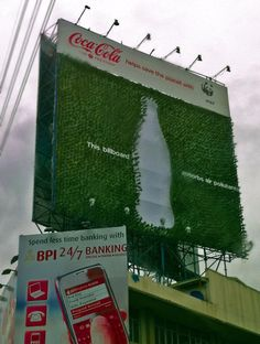 The first ever plant billboard. Coca-Cola and WWF have unveiled a new billboard in the Philippines that's covered in Fukien tea plants, which absorb air pollution. Tea Plant, Guerilla Marketing, Marketing Ideas, Recycled Bottles, Air Pollution, Guerrilla, Go Green, Billboard, Sustainability
