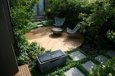 I love this design. Would be perfect for my little garden. I already have bushes and a paved area. flat decking is an exellent idea and means no more mowing the lawn, just trimming round the edges......hmmmmmm