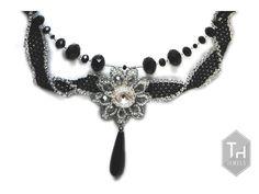 Collar con Swarovski y cristales en negro