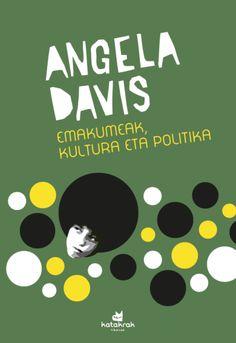 """Emakumeak, kultura eta politika / Angela Davis. 1983an argitaratu zuen Angela Davisek Emakumeak, arraza eta klasea lan entzutetsua. Eta urte bete beranduago, senideen eta lagunen gomendioa jarraituz argitaratu zuen """"Emakumeak, kultura eta politika""""ren lehenengo bertsioa. Davisen bi arimak, bi eszenarioak, aktibistarena eta irakaslearena, bost kontinenteetan zehar izan ziren solasaldietan eta jardunaldietan. Angela Davis, Products, Essayist, Beauty Products"""