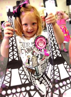 An Easy Eiffel Tower Paper Project!