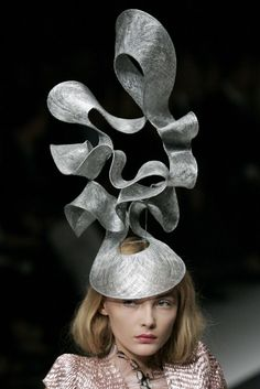 by Philip Treacy - amazing hat! #alexandermcqueen2008
