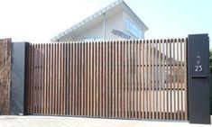 Wondrous Tricks: Fence Landscaping Concrete bamboo fence with plants.Black Split… Wondrous Tricks: Fence Landscaping Concrete bamboo fence with plants. Front Yard Fence, Front Gates, Entrance Gates, Low Fence, Bamboo Fence, Metal Fence, Fence Stain, Pallet Fence, Driveway Gate