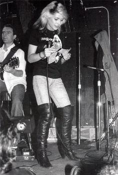 Debbie Harry of Blondie Blondie Debbie Harry, Debbie Harry Style, Soft Grunge, Chica Punk, Estilo Rock, Rock Chick, Joan Jett, Hipster, Nostalgia