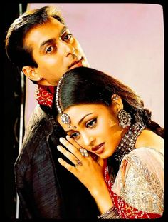 Hum Dil De Chuke Sanam is a romantic drama film directed by Sanjay Leela Bhansali. It was released in the English-speaking world as Straight from the Heart. The film stars Salman Khan, Ajay Devgan, and Aishwarya Rai released on June 1999 Salman Khan Aishwarya Rai, Aishwarya Rai Images, Aishwarya Rai Photo, Aishwarya Rai Bachchan, Bollywood Stars, Bollywood Couples, Indian Celebrities, Bollywood Celebrities, Bollywood Actress