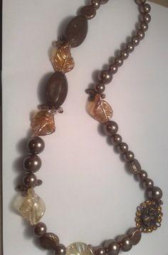 collana marrone e oro con cameo