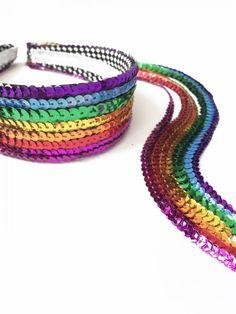 Fantasia Arco Íris Felt Headband, Fabric Headbands, Diy Hair Bows, Diy Bow, Festival Sunglasses, Mermaid Parade, Crochet Jewelry Patterns, Rave Accessories, Rainbow Outfit