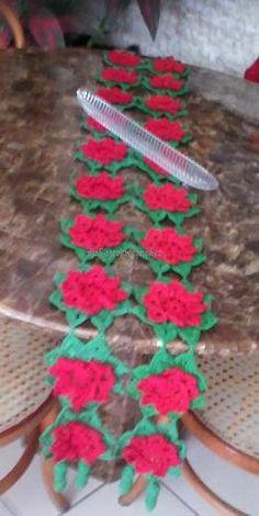 Arte em Crochet: O trilho com flores natalinas