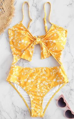 Shop trendy fashion swimwear online, you can get sexy bikinis, swimsuits & bathing suits for women on ZAFUL. Summer Bathing Suits, Cute Bathing Suits, Summer Suits, Bathing Suits One Piece, Cute Swimsuits, Women Swimsuits, Looks Party, Outfit Strand, Travel Clothes Women
