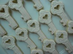 key cookies for a vintage themed wedding!