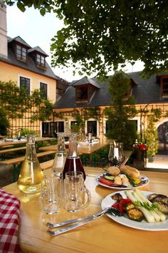 Heurigen in Grinzing - Vienna, Austria River Cruises In Europe, European River Cruises, Wonderful Places, Beautiful Places, Beautiful Scenery, Vienna Restaurant, Vienna Waits For You, Places Around The World, Viajes