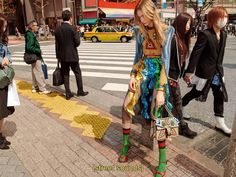 Gucci fotografa campanha de inverno 2017 em Tóquio