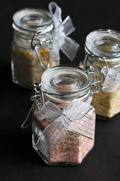 How to Make Flavored Salts…Great for holiday gifts! Plus 5 More Homemade Gift Ideas - How to Make Flavored Salts + 5 Homemade Gift Ideas - Cookin Canuck Homemade Food Gifts, Homemade Spices, Homemade Seasonings, Edible Gifts, Diy Food, Food Ideas, Christmas Food Gifts, Homemade Christmas Gifts, Holiday Gifts