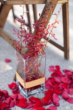 Red aisle decor for the gorgeous outdoor wedding