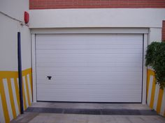 Instalamos y reparamos todo tipo de persianas, puertas, automatismos. www.cerrajerosalcasser.com