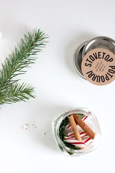 Stove top potpourri neighbor gifts - three recipes + a free printable! Handmade Christmas Gifts, Diy Gifts, Holiday Gifts, Gift Crafts, Food Gifts, Homemade Gifts, Christmas Presents, Christmas Decorations Diy Crafts, Christmas Crafts