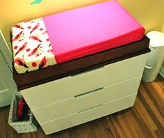 DIY Changing Pad Tutorial at Prudent Baby Baby Sewing Projects, Sewing For Kids, Sewing Ideas, Sewing Crafts, Red Glitter, Crib Sheet Tutorial, Diy Design, Creation Couture, Changing Pad
