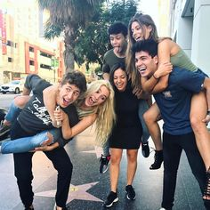 """The new cast of """"Friends""""👨👩👧👦 (what's your favorite TV show? Friend Group Pictures, Best Friend Photos, Bff Pictures, Cute Relationship Goals, Cute Relationships, Friend Tumblr, Squad Photos, Dream Boyfriend, Snapchat Picture"""