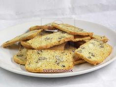 Chrumkavý bielkový chlebík • Recept | svetvomne.sk Dessert, French Toast, Meat, Breakfast, Food, Sheet Cakes, Honey, Home Made, Treats
