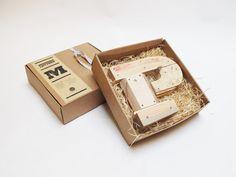 Letras de madera P estilo industrial por PETULAPLAS
