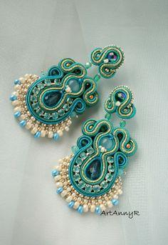 Kolorowy ślub Bead Jewellery, Beaded Jewelry, Jewelery, Handmade Jewelry, Soutache Pendant, Soutache Earrings, Paisley Design, Beaded Embroidery, Jewelry Crafts