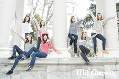Bonita y original foto de grupo de amigas en la despedida de soltera Madrid